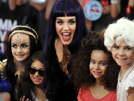 Katy Perry & Para Penggemar Ciliknya