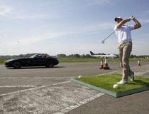 Coulthard Tangkap Bola Golf Berkecepatan Tinggi Sambil Nyetir