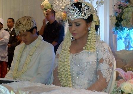 Ini Dia Foto-foto Pernikahan Audy dan Iko Uwais