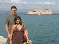 Dina dan Ryan di Nafplion, Yunani (vagabondquest.com)