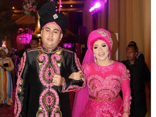 Ini Dia Baju Pernikahan 1001 Malam Nassar & Muzdhalifah