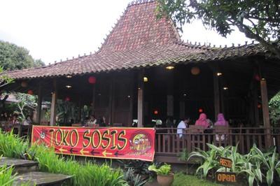 Rumah Sosis, Makan Enak dan Main Puas