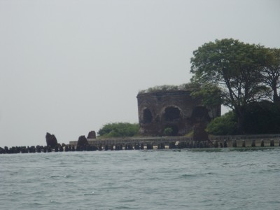 Pulau dengan Benteng Besar Itu Bernama Kelor