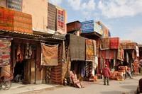 Suasana di jalanan kawasan Medina (placesonline.com)