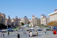 Wisatawan yang sedang menikmati suasana Kiev yang khas (bobtelischak.info)