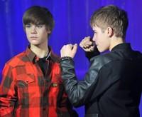 Patung lilin Justin Bieber (oddee.com)