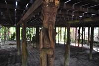Kerennya ukiran kayu yang menjadi penyangga bangunan