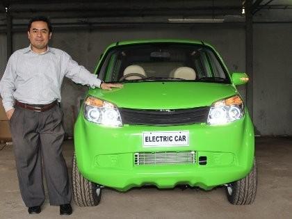 Dasep Ahmadi dengan city car listrik buatannya