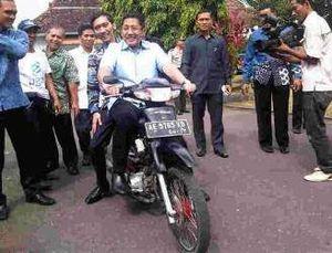 Anas dan Ibas Test Ride Motor BBG Buatan Siswa SMK