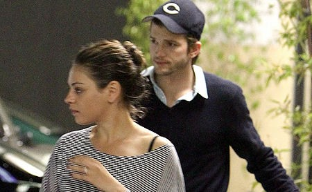 Ashton Kutcher & Mila Kunis Sudah Tinggal Bareng