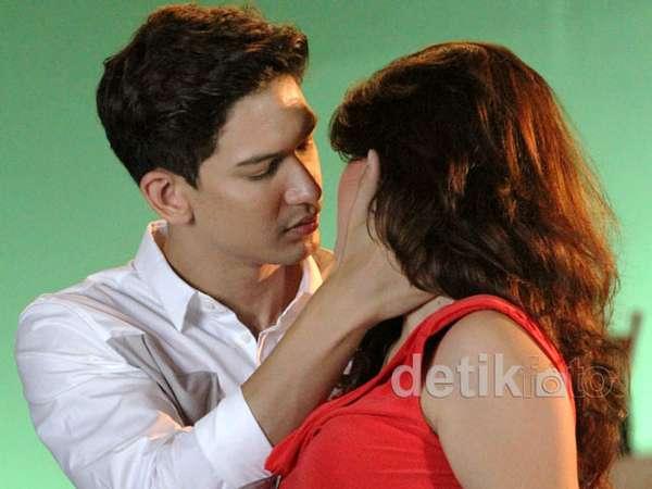 Adegan Ciuman Dimas Beck & Hilda