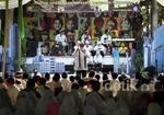 Dik Doang Bicara Poligami di Depan Anak-anak