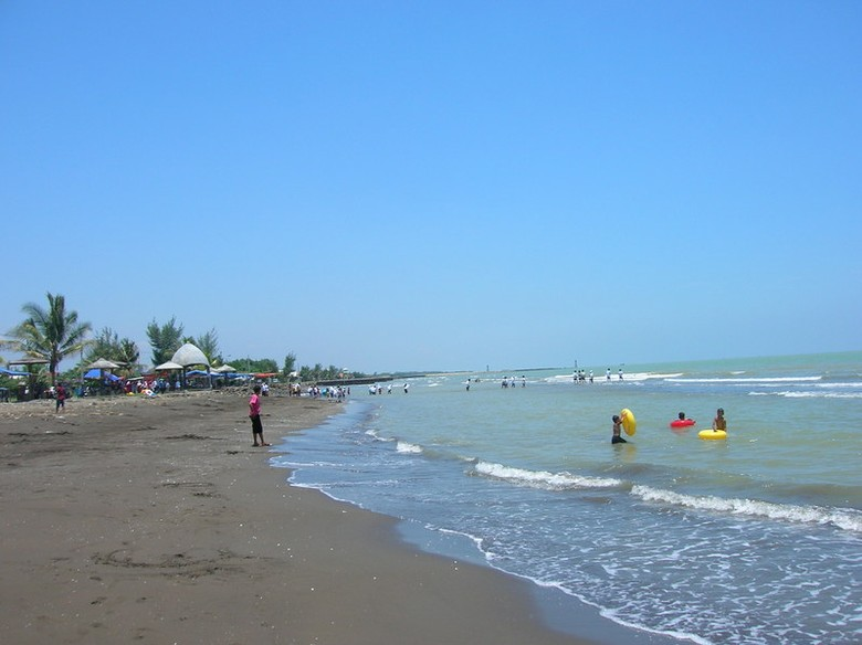 Cantiknya Pantai Widuri (pemalang.biz)