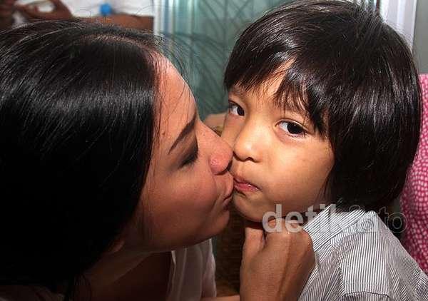 Tia Ivanka dan Anak Kesayangannya