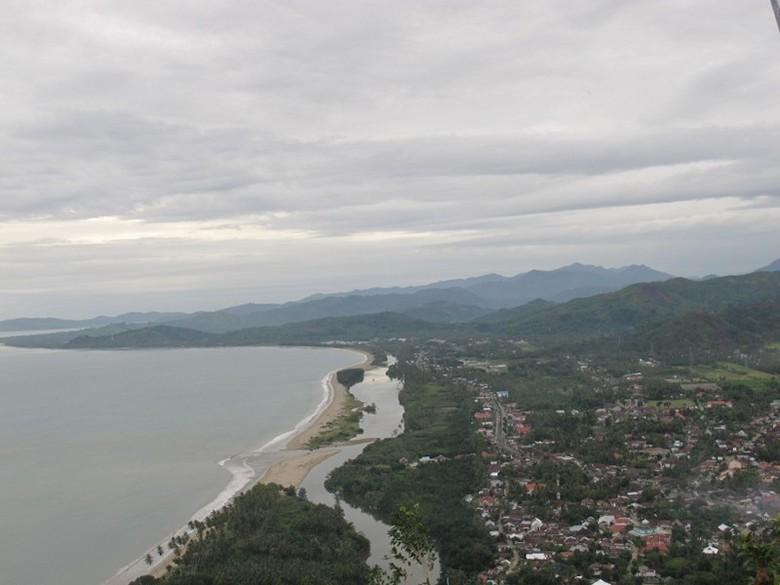 Pemandangan dari atas Bukit Langkisau (Afif/detikTravel)