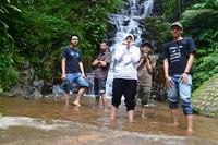 Menceburkan kaki saja di kolam Air Terjun Irenggolo bisa membuat  menggigil
