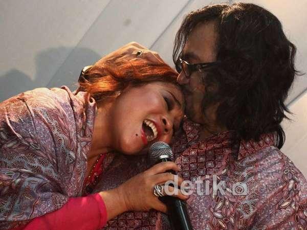 Kemesraan Nunung & Iyan Jelang Pernikahan