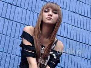 Alexa Key Tampil dengan Rambut Lurus