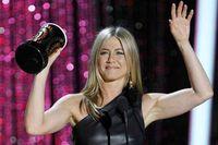 Bintang serial Friends, Jennifer Aniston berhenti merokok sebagai bagian dari detoksifikasi ekstrem tahun 2007. Ia terbantu juga dengan olahraga yang rutin dilakukannya, yakni Yogalosophy yang menyeimbangkan tubuh, pikiran dan emosi. (Foto: detikhot)
