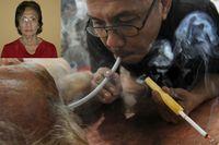 Seorang ahli kimia radiasi dari Universitas Padjajaran, Dr Gretha Zahar (insert) memperkenalkan terapi yang kontroversial yakni hembusan asap rokok untuk mengatasi penyakit paru-paru kronis yakni emphysema. Dikatakan kontroversial sebab berbagai penelitian justru membuktikan asap rokok sebagai faktor risiko emphysema maupun kanker paru-paru. (Foto: AFP)