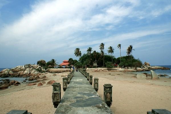 Kota Bangka Belitung, Pantai Parai Tenggiri