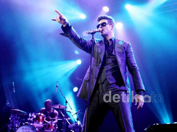 Robin Thicke Tutup Java Soulnation 2012