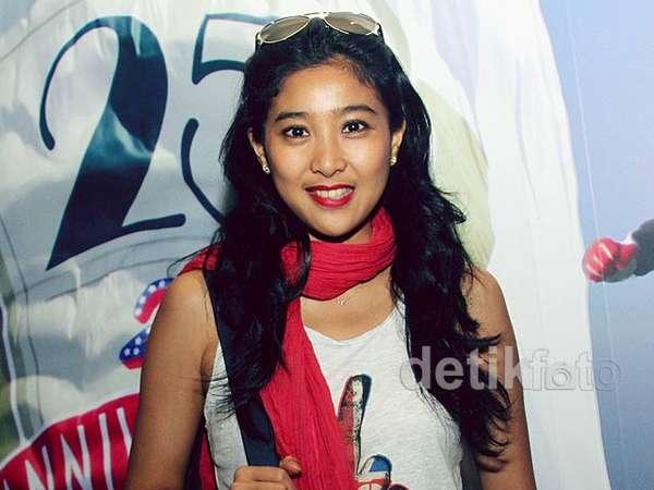Bibir Merah Olivia Zalianty