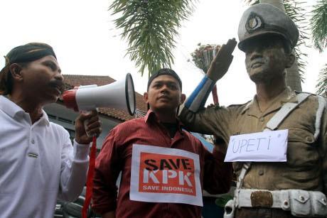 Jadi Sasaran Demo Dukung KPK, Patung Polisi di Banyumas Dipindahkan