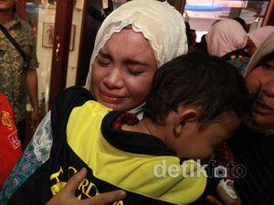 Berangkat Haji, Rosa Berat Tinggalkan Anaknya