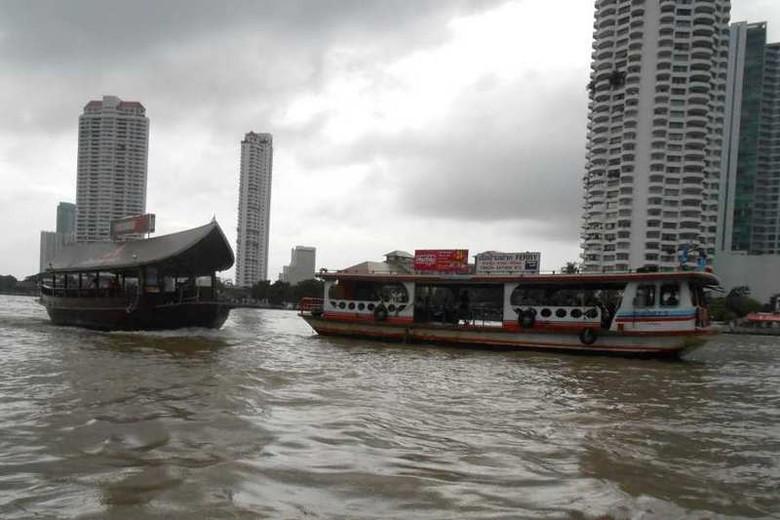 Naik perahu di Sungai Chao Phraya jadi favorit wisatawan di Bangkok (Novi/detikTravel)