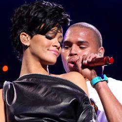 Rihanna Didukung Sang Ayah Menikah dengan Chris Brown