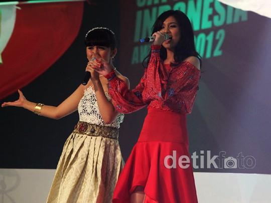 Duet, Putri Ayu-Mikha Tambayong Kompak