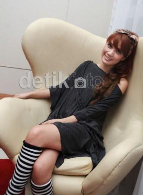 \In Love With You\, Single Perdana Devi Eks Cherrybelle