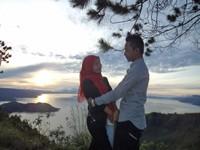 Romantisme di atas bukit