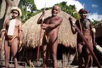 Pria-pria suku dani degan holim dan perlengkapan perangnya