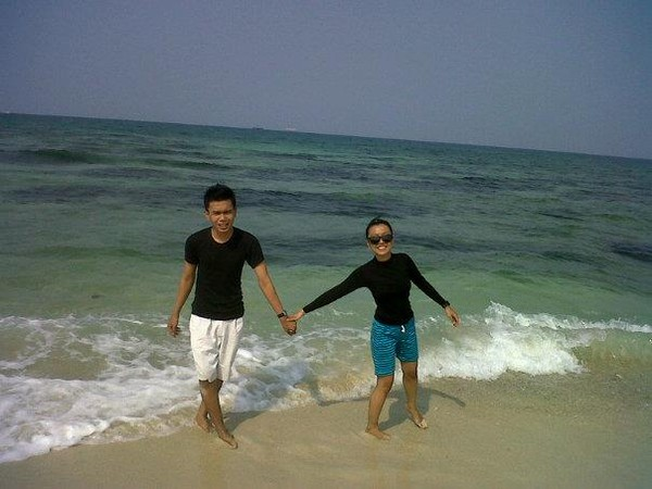 laut biru pulau untung
