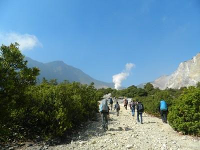 Sensasi Panas Dingin di Gunung Papandayan