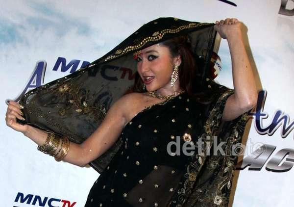 Dewi Persik Bergaya Bollywood