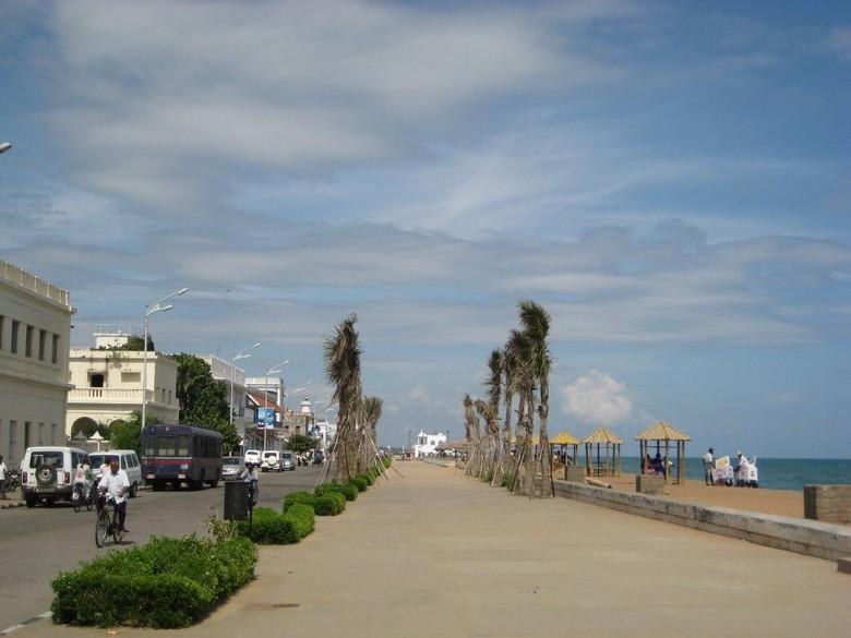 Beach Road, salah satu jalan terbesar di Pondicherry (pondicherryforu.blogspot.com)