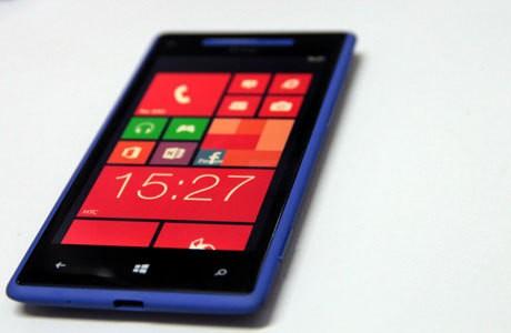 HTC Windows Phone 8X: Menawan dengan Layar Cemerlang