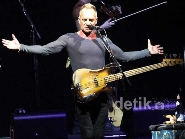 Konser Back to Bass Tour Sting di Jakarta