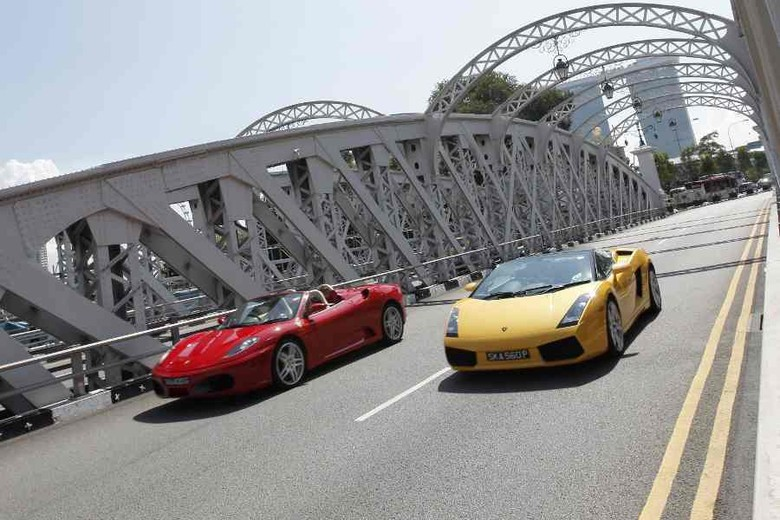 Ferrari dan Lamborghini untuk ngebut di Singapura (Ultimate Drive)