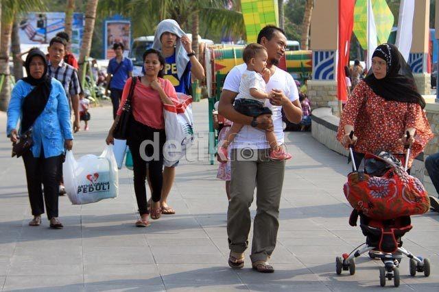 Ancol diprediksi akan dibanjiri wisatawan pada pergantian tahun nanti (Agung Pambudhy/detikFoto)