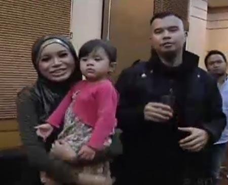 Ahmad Dhani Gendong Anak Perempuan di \X Factor\