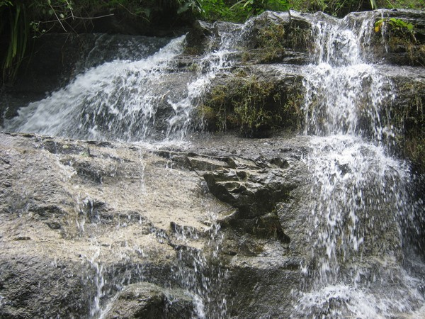 Salah satu dari banyak aliran air terjun yang lain di Kedung Dawa