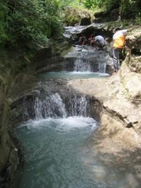 Aliran air di kedung dawa bertingkat-tingkat dari bawah hingga keatas