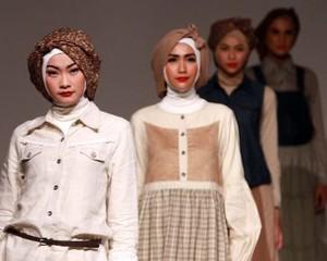 Up2date Rilis Koleksi Busana Muslim 2013 Bergaya Era 50-an