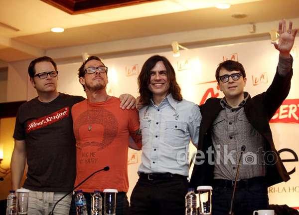 Siap Saksikan Konser Weezer Nanti Malam?