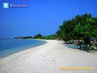 Pantai pasir yang putih dan menawan hati