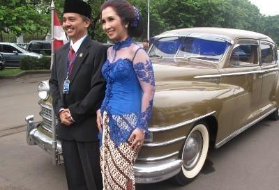Ke Kantor Baru Roy Suryo Kendarai Mobil Bekas Soekarno